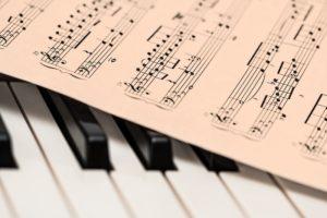 楽譜。英会話は音にこだわる。