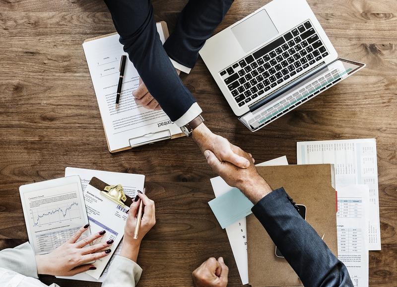ビジネスの成功。握手。