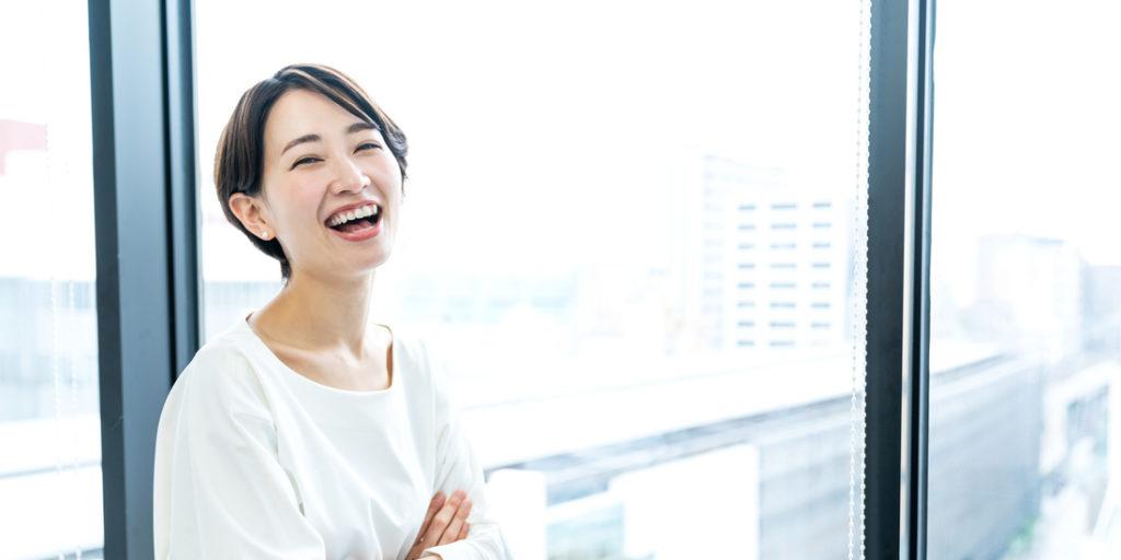 笑顔の女性講師
